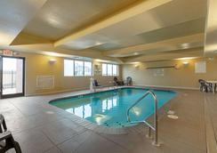 Sleep Inn and Suites Dyersburg I-155 - Dyersburg - Piscine