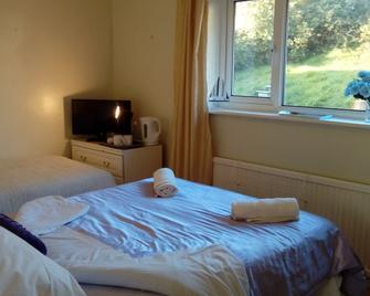 Lavender House - Bridgend - Bedroom
