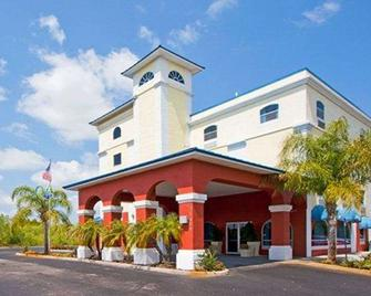 Econo Lodge - Wesley Chapel - Building