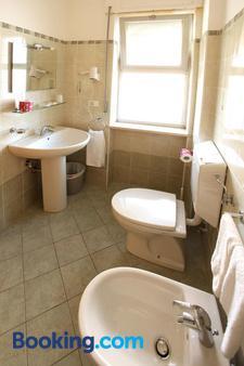 Hotel Nel Pineto - Montesilvano - Bathroom