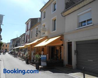 Hôtel-Restaurant 'Chez Carrière' - Ег-Морт - Building