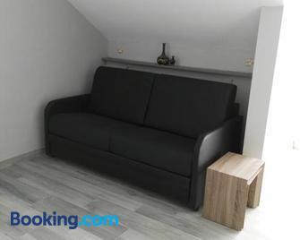Guesthouse Sisa - Veurne - Wohnzimmer