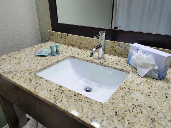 Best Western Airport Inn & Suites - Orlando - Casa de banho