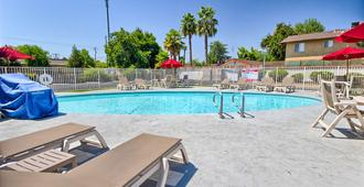 Motel 6 Fresno Blackstone North - Fresno - Pool