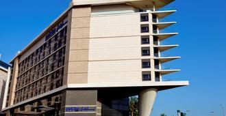 Park Inn Abu Dhabi, Yas Island - Abu Dhabi - Building