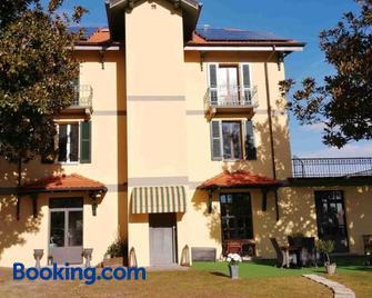 Villa Magnolia Bb, Lago Maggiore (Massino Visconti, Italy) - Massino Visconti - Building