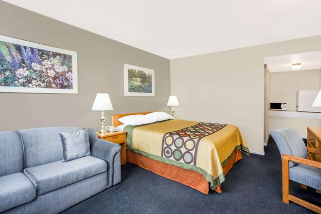 Super 8 by Wyndham Quesnel BC - Quesnel - Makuuhuone