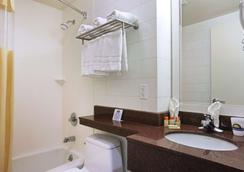 Days Inn by Wyndham Bronx Near Stadium - Bronx - Μπάνιο