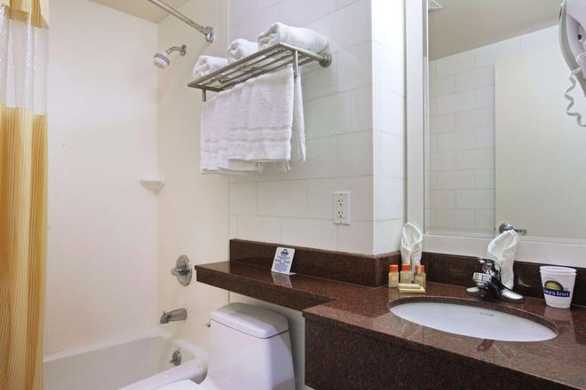 Days Inn by Wyndham Bronx Near Stadium - Bronx - Baño