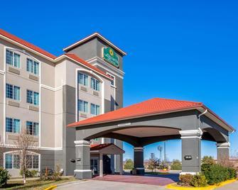 La Quinta Inn & Suites by Wyndham Dumas - Dumas - Gebäude
