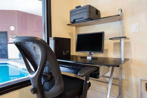 Quality Inn - Monee - Business Center