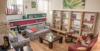Campobase.Box - Hostel - El Médano - Sala de estar