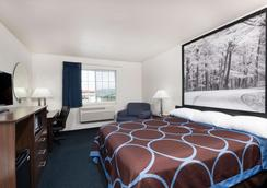 Super 8 by Wyndham Greenfield - Greenfield - Bedroom