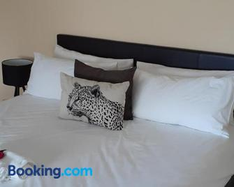 Bougainvilla Guest House - King William's Town - Bedroom
