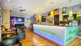 Feel Hostels Soho Malaga - Málaga - Bar