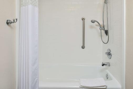 Hampton Inn Vero Beach, FL - Vero Beach - Bathroom