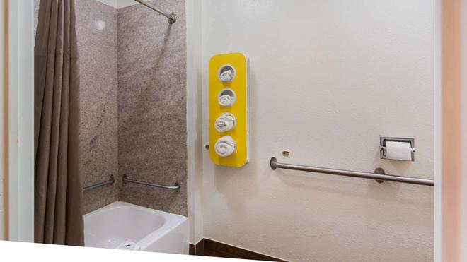 Motel 6 Richmond - Va Midlothian Turnpike - Richmond - Bathroom