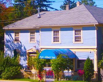 Port Albert Inn - Goderich - Building