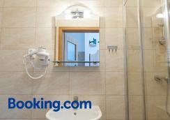 Patra - Warsaw - Phòng tắm