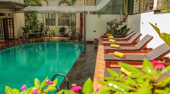 Oak Ray Serene Garden Hotel - Kandy - Piscine