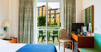 Hotel Carlton International - Sorrento - Bedroom