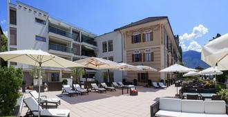 Hotel La Meridiana, Lake & Spa - אזקונה - פטיו