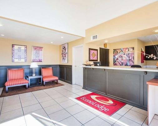 Econo Lodge Inn Suites Lodi - Wine Country Area - Lodi - Front desk