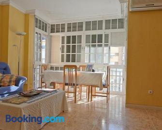 Habitación privada en casa compartida - Huelva - Living room