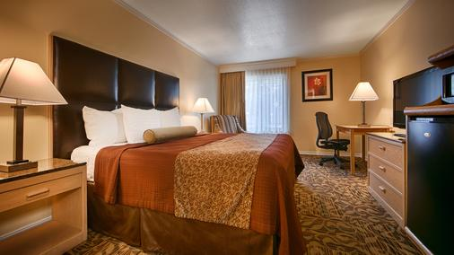 Best Western Plus Northwoods Inn - Crescent City - Bedroom