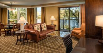 DoubleTree by Hilton Seattle Airport - SeaTac - Living room