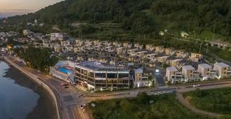 Arte Resort Spa & Pool Villa - Sacheon - Vista del exterior