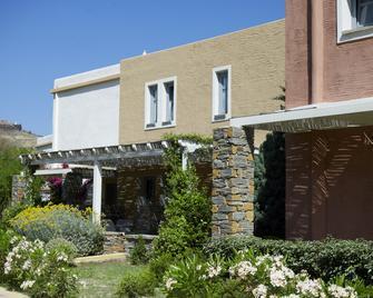 Porto Kea Suites - Korissia - Building