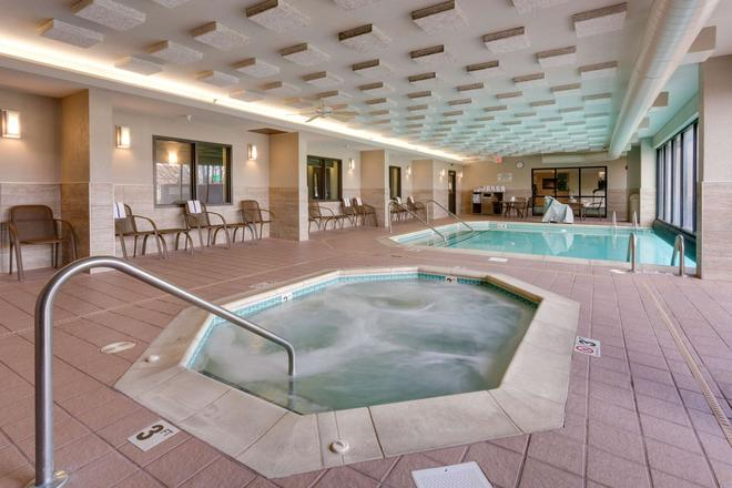 Drury Inn & Suites Kansas City Overland Park - Overland Park - Pool