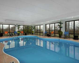Hampton Inn Youngstown-West/I-80 - Youngstown - Pool