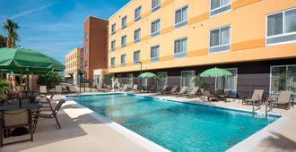 Fairfield Inn and Suites Orlando Kissimmee Celebration - Kissimmee - Piscina
