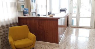 Hostal Moreno - Valencia - Front desk