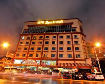 Hotel Rembrandt - Quezon City - Building