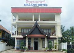 Malany Hotel - Vang Vieng - Building