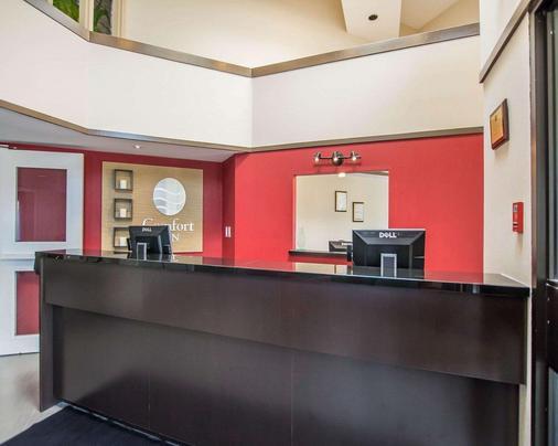 Comfort Inn Moncton East - Moncton - Front desk