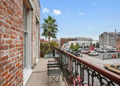 1br/1ba W/ Exposed-Brick Apt In Dt Nola By Domio - Nueva Orleans - Balcón