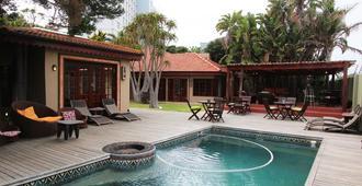 Singa Lodge - Lion Roars Hotels & Lodge - פורט אליזבת' - בריכה