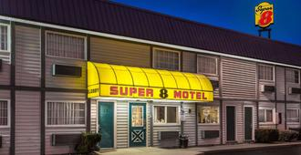 Super 8 by Wyndham Wooster - Wooster - Building