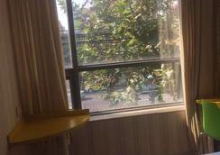 99 連鎖旅館 (上海浦東國際機場一店) - 上海