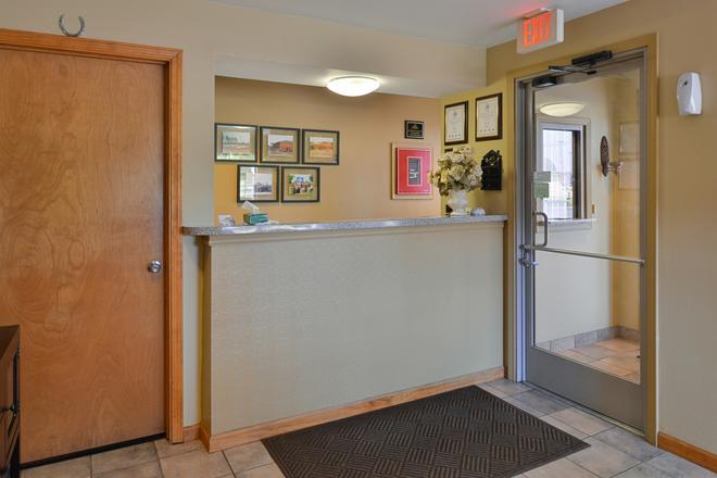Americas Best Value Inn & Suites Bryant Little Rock - Bryant - Front desk