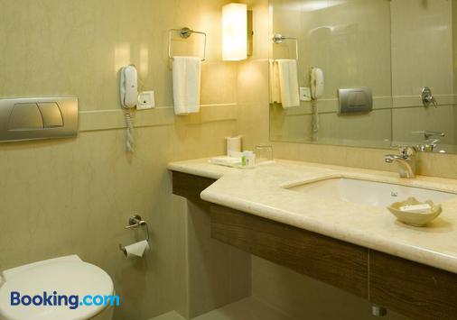 Hotel Abad Plaza - Kochi - Bathroom
