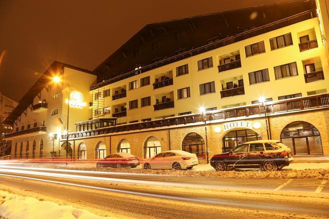 Hotel Carmen - Predeal - Building