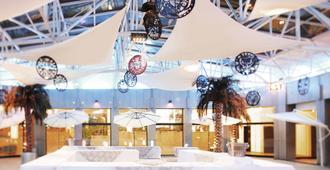 Novotel Atria Nimes Centre - Nimes - Patio
