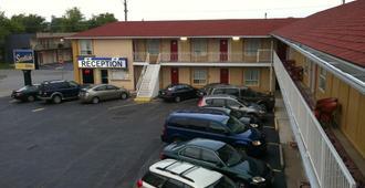Scottish Inn & Suites Falls Way - Niagara Falls - Außenansicht