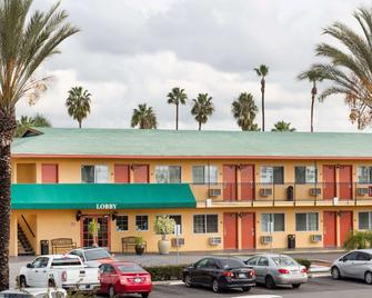 Travelodge by Wyndham Oceanside - Oceanside - Gebouw