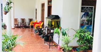 Sudu Neluma Home Stay - Polonnaruwa - Patio
